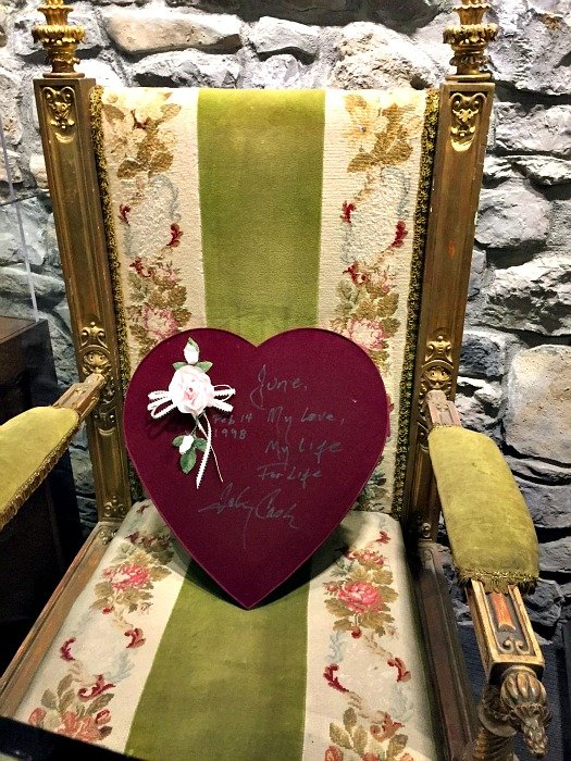 Johnny Cash Museum – Nashville, Tennessee Green Chair