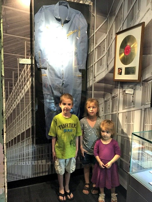 Johnny Cash Museum – Nashville, Tennessee Prision Jumpsuit