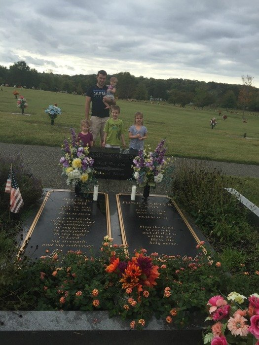 Johnny Cash and June Carter Cash Grave and Home – Hendersonville, Tennessee Grave Pic