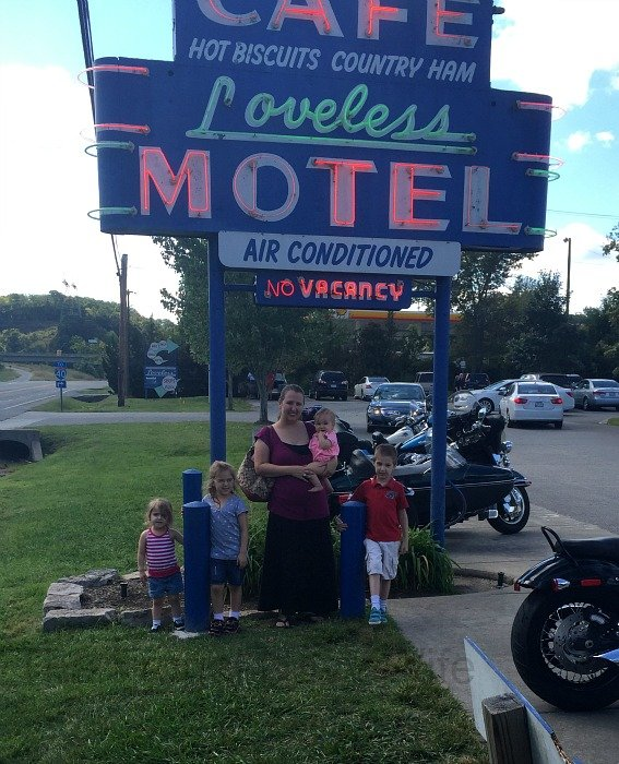 The Loveless Café – Nashville, Tennessee Sign