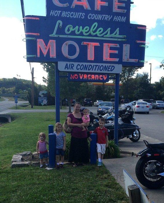 The Loveless Café – Nashville, Tennessee Sign