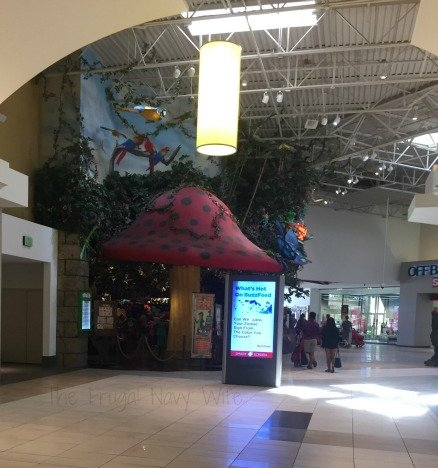 Opry Mills Mall – Nashville, Tennessee Rainforest Cafe