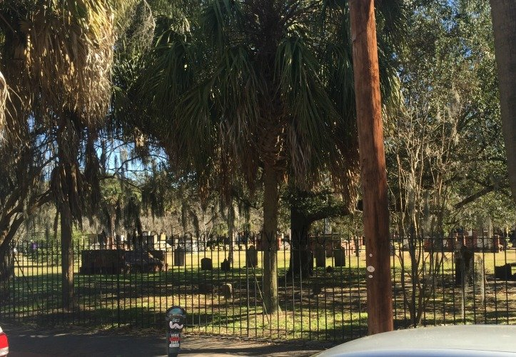 Touring Historic Downtown Savannah Georgia and Lunch at the Pirate House Cemetary