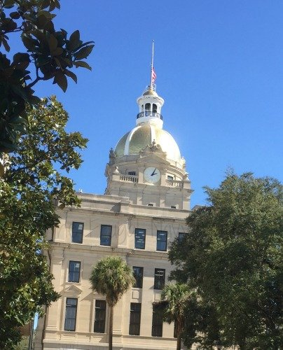 Touring Historic Downtown Savannah Georgia and Lunch at the Pirate House City Hall