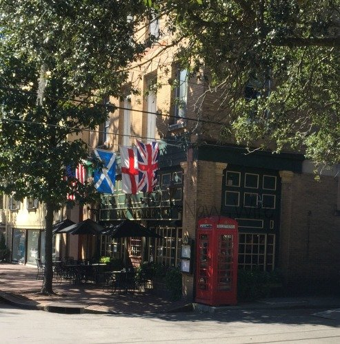Touring Historic Downtown Savannah Georgia and Lunch at the Pirate House English Pub
