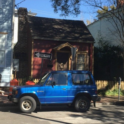 Touring Historic Downtown Savannah Georgia and Lunch at the Pirate House Smallest House