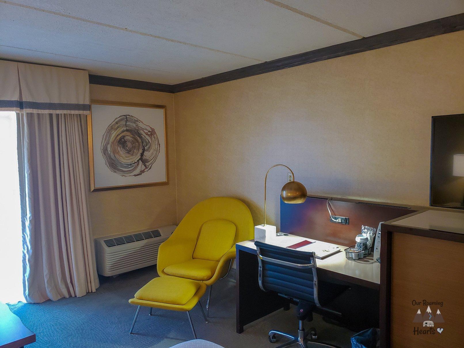 Crowne Plaza Room Desk