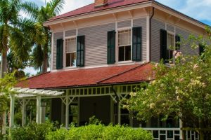 Edison Ford Winter Estates is one of the most fun and educational places you can visit. It's a Southwest Florida hidden gems! Here is what you need to know. #florida #travel #edisonford #edisonfordestate #ourroaminghearts | Travel Florida | Florida | Edison Ford | Edison Ford Estate