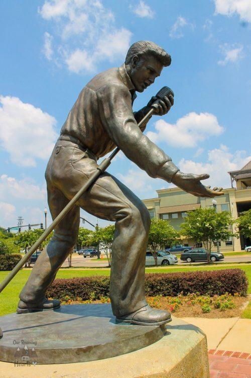 Elvis homecoming Statue